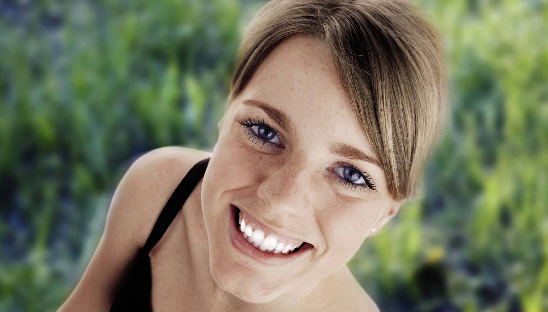 Zahnesatz ist professionelle Maßarbeit vom Spezialisten